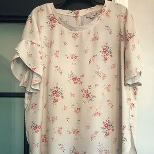🌷delicate floral tulip hem and sleeve blouse